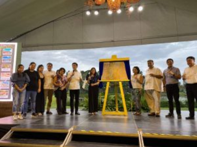 Members of the Floirendo clan with Secretary Romulo-Puyat during the unveiling ceremony of the project design